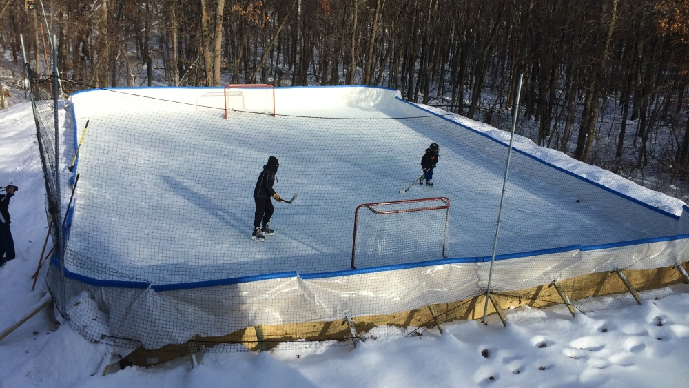 Minnesota backyard hockey rink